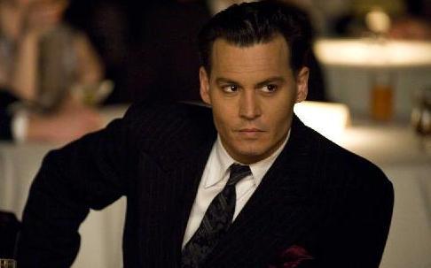 johnny Depp dans le rôle de John Dillinger